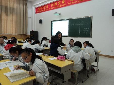课堂学生小组合作讨论